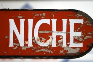 """niche"" red sign"
